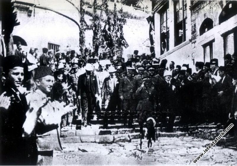 Mustafa Kemal Paşa'nın İnebolu'da karşılanması. (2...