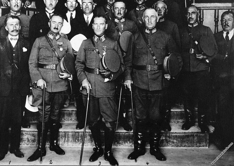 Mustafa Kemal Paşa'nın İnebolu'da mareşal kıyafeti...