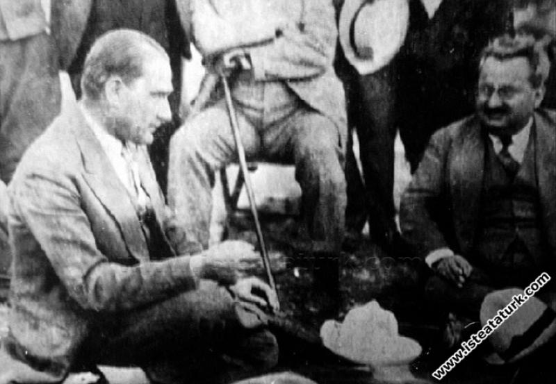 Mustafa Kemal Paşa Kastamonu'dan Ankara'ya dönerke...