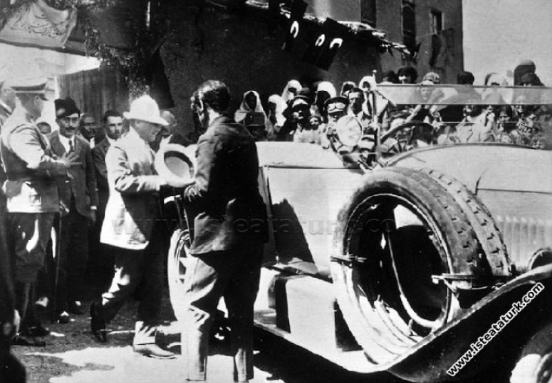 Mustafa Kemal Paşa Ankara, Kalecik'te. (01.09.1925...