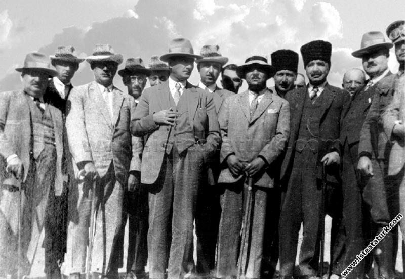Mustafa Kemal Paşa Kastamonu dönüşünde, Kayaş'ta k...