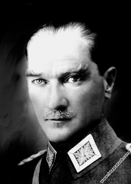 Mustafa Kemal Paşa Mareşal üniformasıyla Ankara. (...