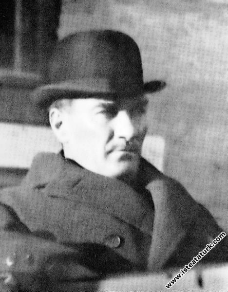 Mustafa Kemal Atatürk'ün Meclisten ayrılışı. (09.1...