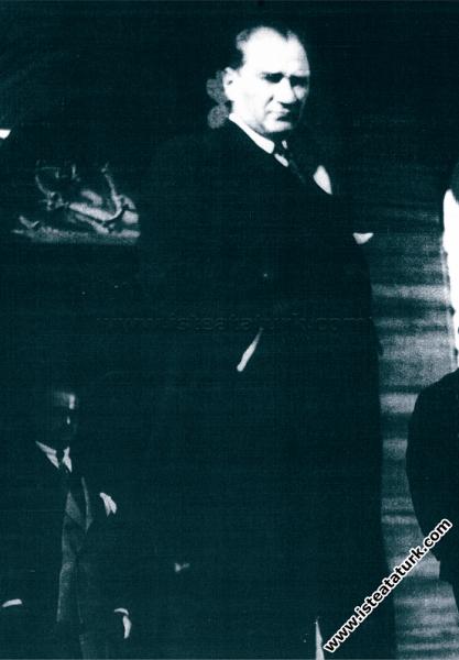 Mustafa Kemal Atatürk Ankara'da. (11.11. 1925)...