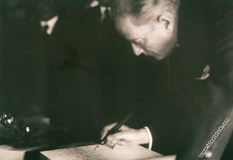 Atatürk'ün Yazarlığı ve Gazeteciliği