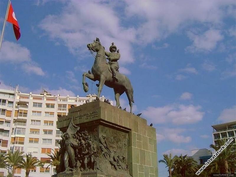 Atatürk Anıtı, İzmir