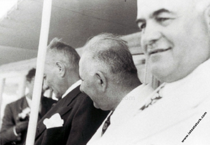 Acar Motoru'yla Savarona Yatı'na giderken, İstanbul. (01.06.1938)