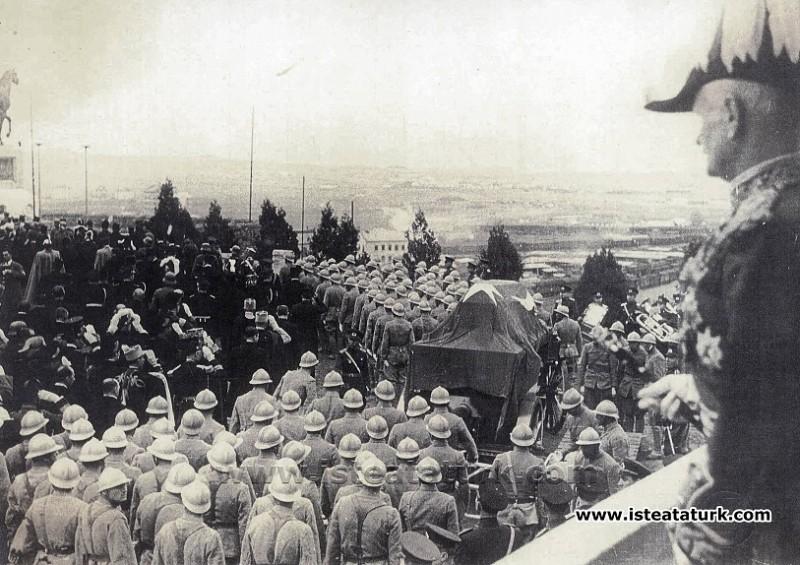 Sir William Birdwood Atatürk'ü Ayakta Selamlıyor! (21.11.1938)