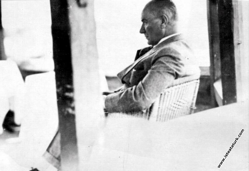 Mustafa Kemal Atatürk Adana Ulus Parkı'nda dinleni...