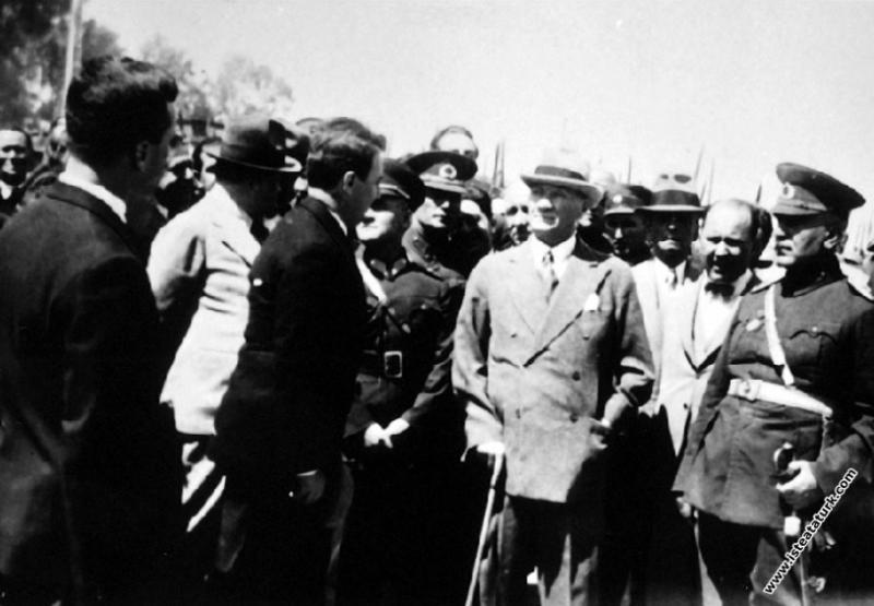 Mersin seyahati'nde karşılanışı. (20.05.1938)...