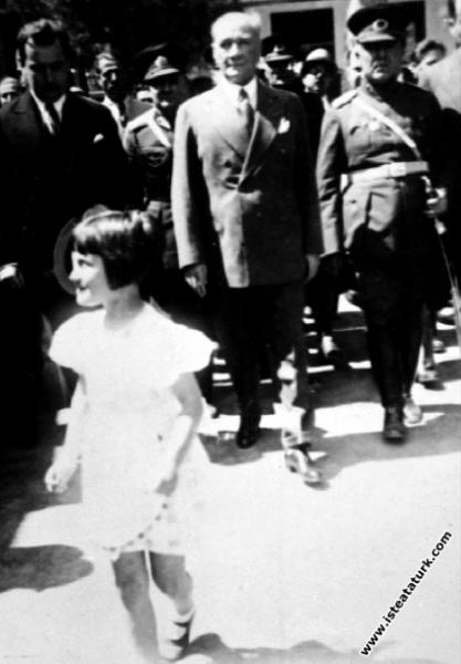 Mersin seyahati'nde. (20.05.1938)...