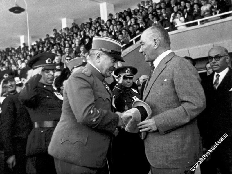 Gençlik ve Spor Bayramı'nda stadyumda Yugoslav Har...