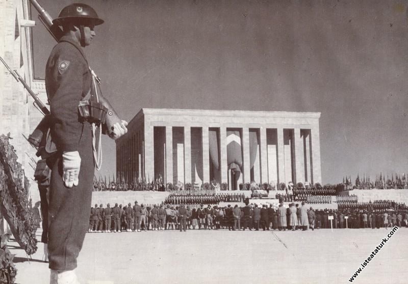 Atatürk'ün cenazesi Anıtkabir'de. (10.11.1953) ...