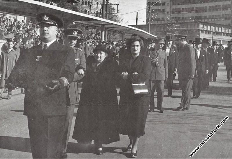 Makbule Atadan, Ulu Önder Atatürk'ün cenazesine An...