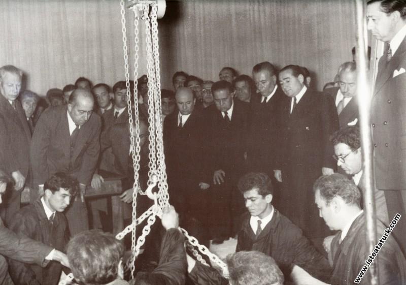 Ulu Önder Atatürk'ün Etnografya Müzesi'ndeki, lahi...