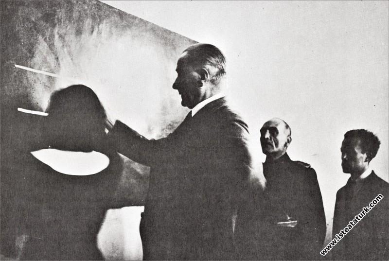 Atatürk Sivas Lisesi'nde geometri dersinde. (13.11.1937)
