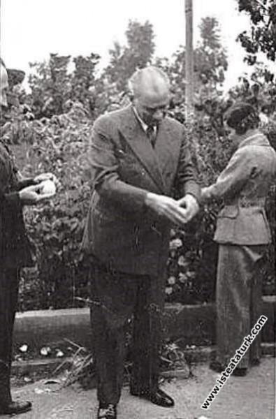 Atatürk'ün Mersin'de manevi kızı Sabiha Gökçen'le ...