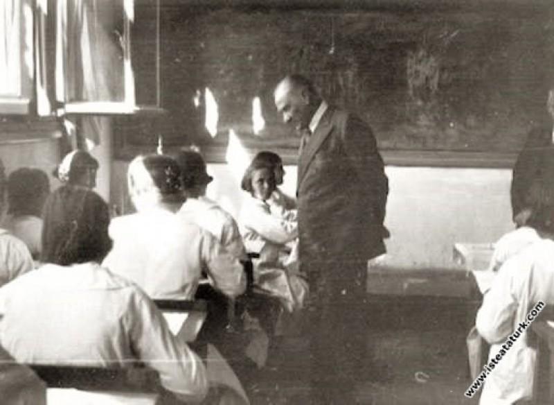 Adana'da İsmet Paşa Kız Enstitüsü'nde elsanatı çal...