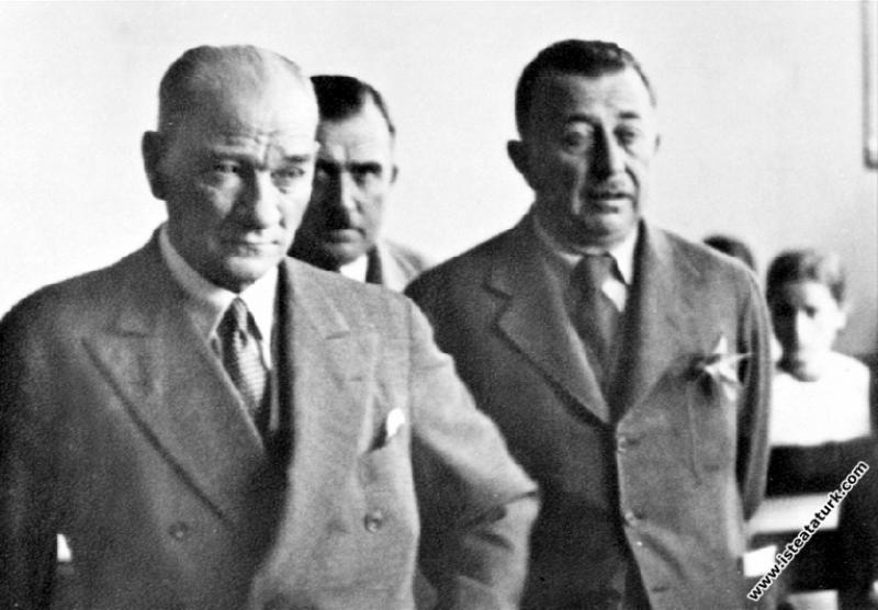 Adana'da İsmet Paşa Kız Enstitüsü'nde tarih dersi ...