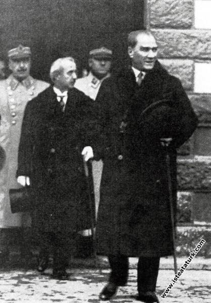 Mustafa Kemal Atatürk'ün garda karşılanışı, Ankara. (06.01.1931)