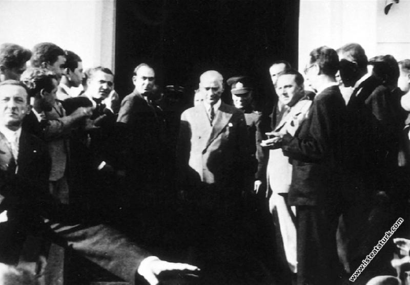 Mustafa Kemal Atatürk İzmir Ticaret Odası'nı ziyar...