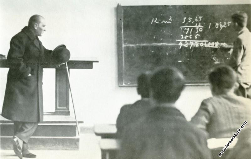 Mustafa Kemal Atatürk İzmir Atatürk Lisesi'nde mat...