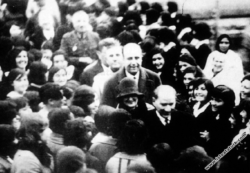 Mustafa Kemal Atatürk İzmir Kız Lisesi'nden ayrılı...