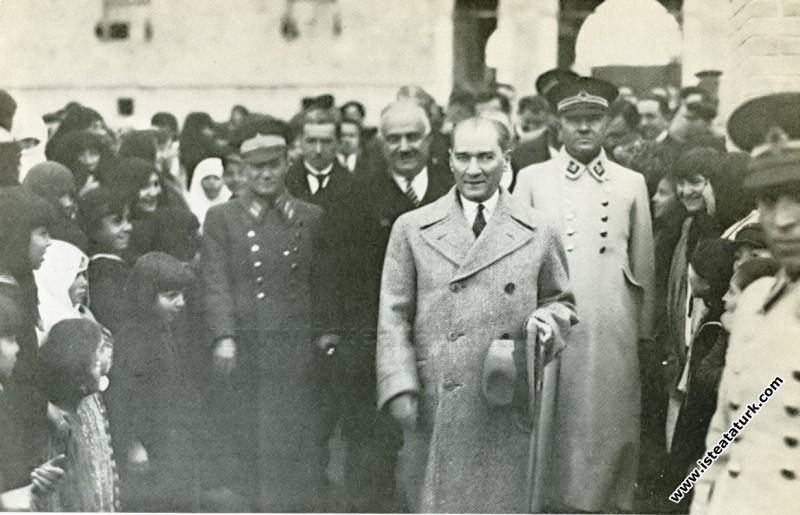 Gazi Mustafa Kemal, Denizli'de. (04.02.1931)...