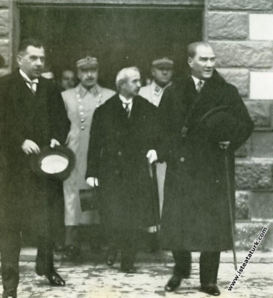 Mustafa Kemal Atatürk Üç ay süren seyahatinden sonra Ankara'ya dönüşü. (03.03.1931)