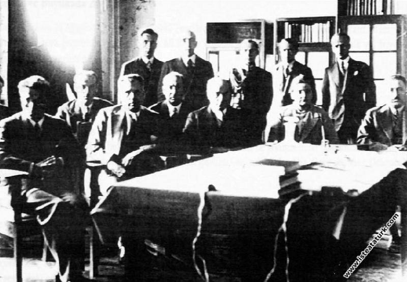 Mustafa Kemal Atatürk Afet İnan ve Kazım Özalp ile...