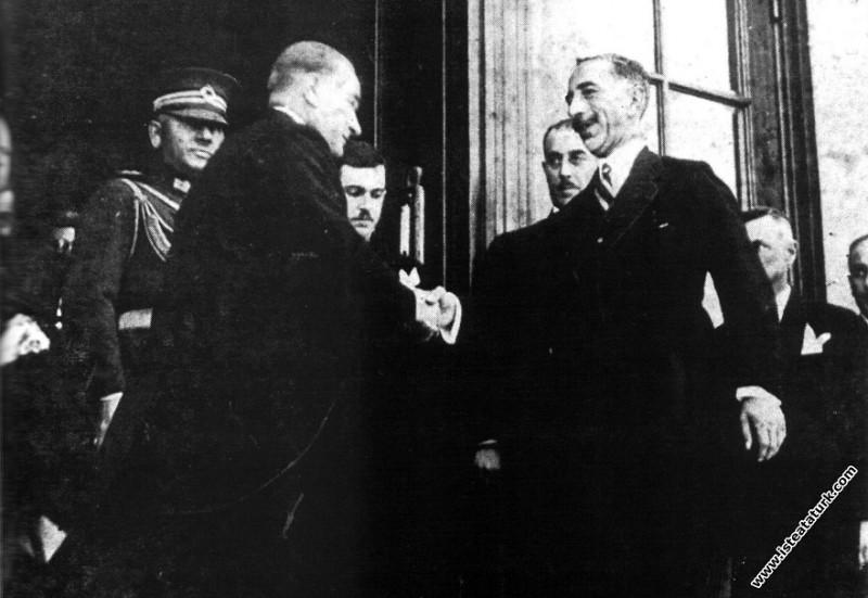 Mustafa Kemal Atatürk Ankara'da Irak Kralı Faysal'la birlikte. (06.07.1931)