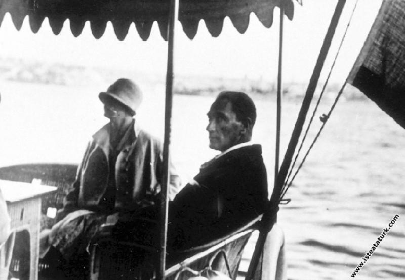Mustafa Kemal Atatürk Ertuğrul Yatı'nda, İstanbul....