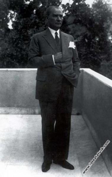 Mustafa Kemal Atatürk Yalova'da. (1932)