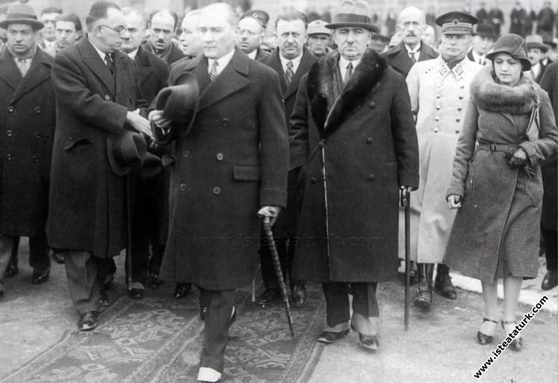 Atatürk'ün İstanbul'da karşılanması. (12.01.1932)...
