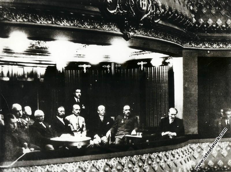 Ankara'da düzenlenen ilk Türk Tarih Kongresi'ni izlerken. (2-11.07.1932)