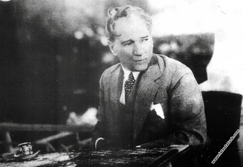 Mustafa Kemal Atatürk Yalova'da. (31.07.1932)...