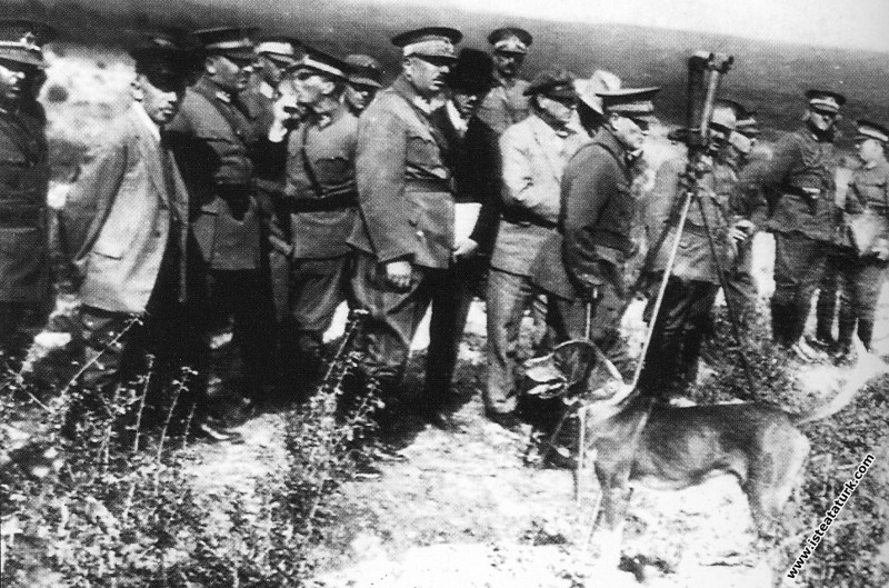Ankara yakınlarında I. Ordu Manevraları'nda. (08.10.1926)