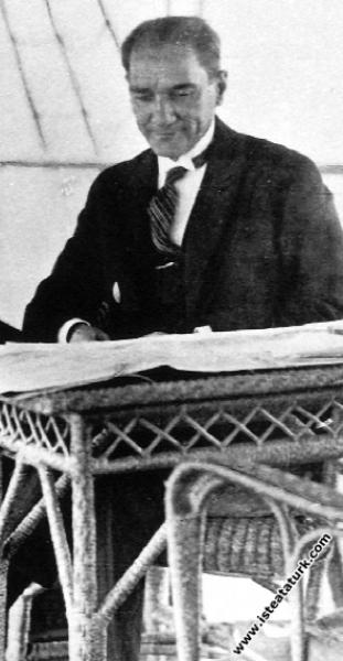 Mustafa Kemal Atatürk İstanbul'a gelişinde Ertuğru...