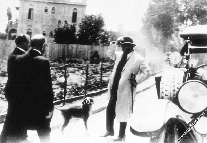 Mustafa Kemal Atatürk İstanbul gezisinde. (08.07.1...