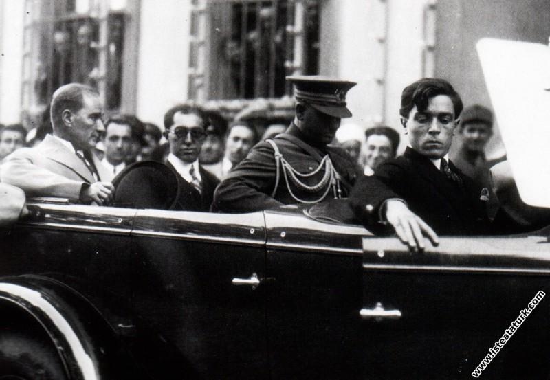 Mustafa Kemal Atatürk İstanbul'da. (09.07.1927)...