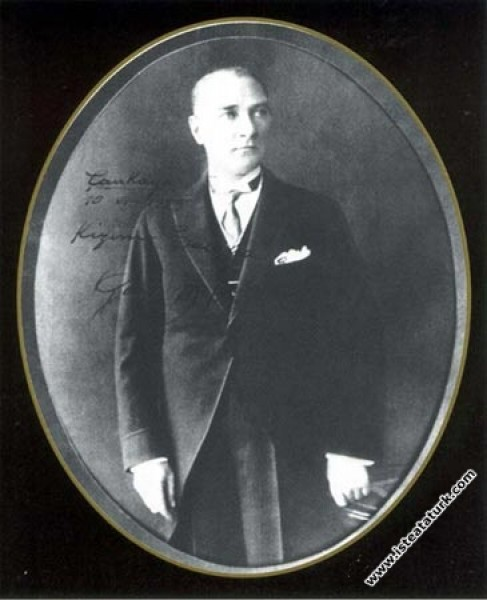 Mustafa Kemal Atatürk. (1928)