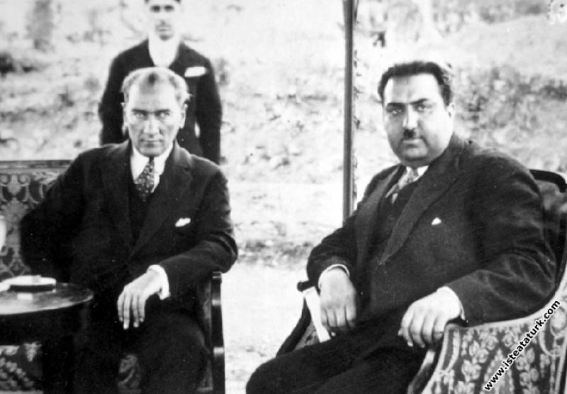 Mustafa Kemal Atatürk Afganistan'da krallık görevinden uzaklaştırıldıktan sonra Avrupa'da yaşayan Afganistan eski Kralı Amanullah Han'ın özel ziyareti sırasında. (27.07.1933)