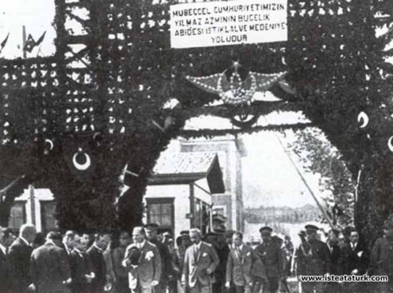Mustafa Kemal Atatürk Samsun İstasyonu'nda hazırla...