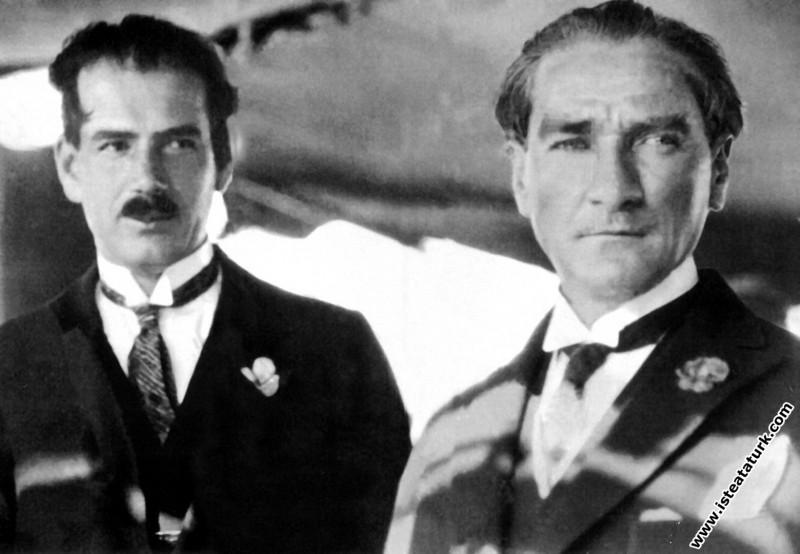 Mustafa Kemal Atatürk Ruşen Eşref Ünaydın ile Ertu...