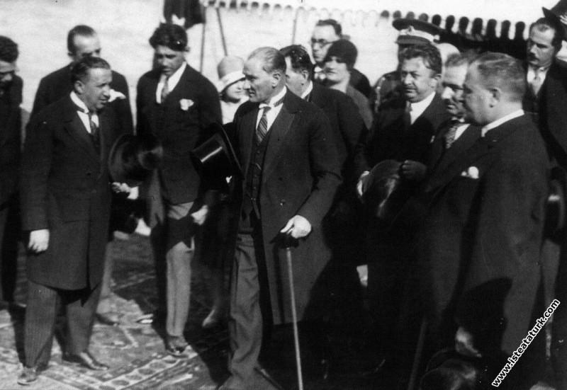 Mustafa Kemal Atatürk'ün Dolmabahçe Sarayı'nda kar...