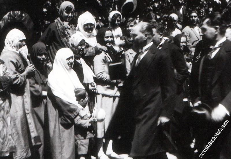 Mustafa Kemal Atatürk Arifiye İstasyonu'nda kendis...