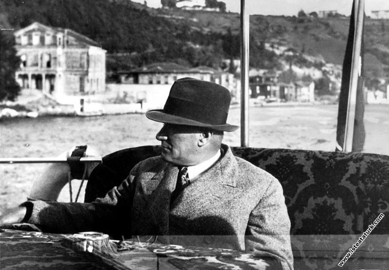Mustafa Kemal Atatürk Ankara Motoru'nda. (1935)...