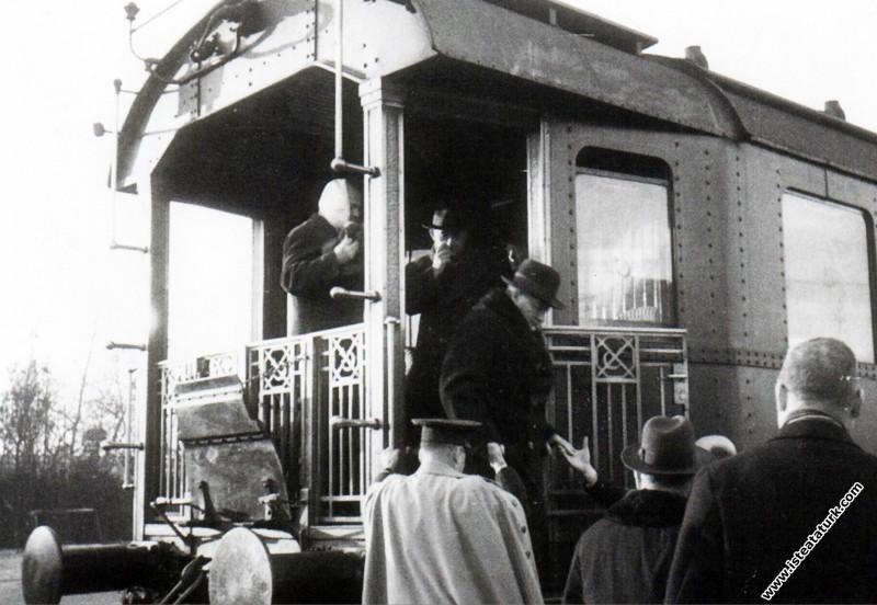 Mustafa Kemal Atatürk Haydarpaşa Garı'nda, İstanbu...