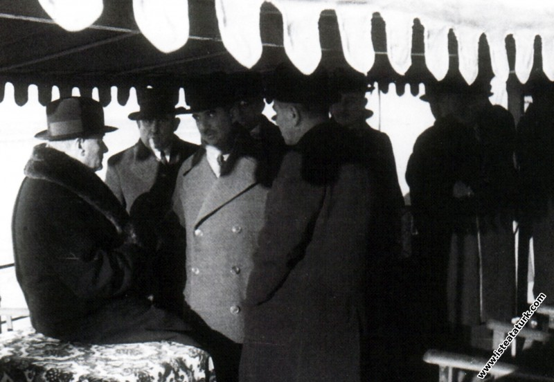 Mustafa Kemal Atatürk Söğütlü Yatı'nda İsmet İnönü...