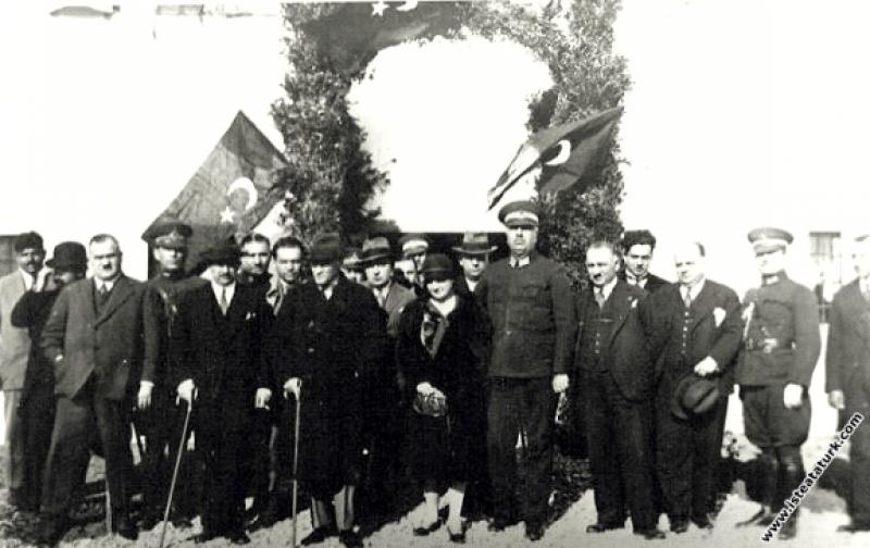 Mustafa Kemal Atatürk Antalya gezisinde. (18.02.19...